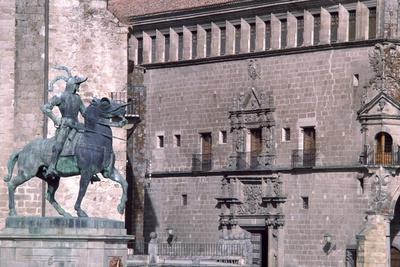 Equestrian Statue of Francisco Pizarro