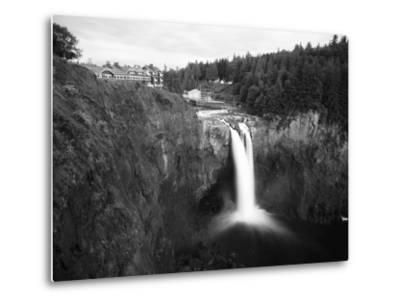 Salish Lodge and English Daisies, Snoqualmie Falls, Washington, USA