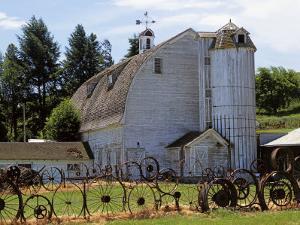 Barn, Pullman, Washington, USA by Charles Gurche