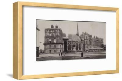 Trois vues du château de Saint-Germain-en-Laye et de l'église