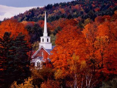 Autumn Colors and First Baptist Church of South Londonderry, Vermont, USA