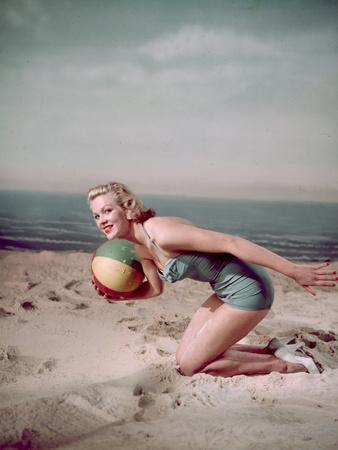 Beach Ball Girl, Woof