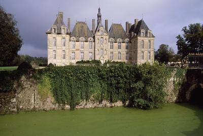 https://imgc.artprintimages.com/img/print/chateau-de-saint-loup-sur-thouet-poitou-charentes-france_u-l-pp2mgm0.jpg?p=0