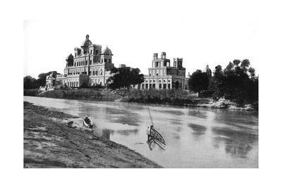 https://imgc.artprintimages.com/img/print/chattar-manzil-palace-lucknow-india-20th-century_u-l-pttdu30.jpg?p=0