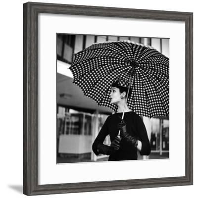 Checked Parasol, New Trend in Women's Accessories, Used at Roosevelt Raceway-Nina Leen-Framed Premium Photographic Print