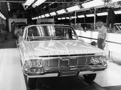 Chevrolet Assembly Line--Photographic Print