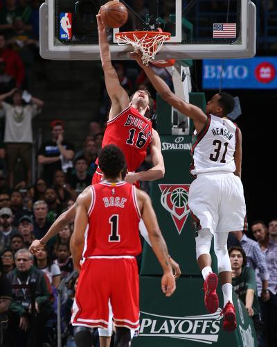 Chicago Bulls v Milwaukee Bucks - Game Three-Gary Dineen-Photo