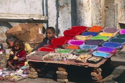 Children at a Colour Pigments Market Stand--Photographic Print