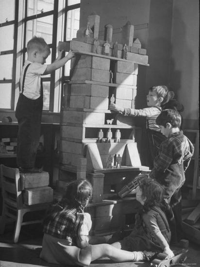 Children Building an Apartment House with Blocks-Nina Leen-Photographic Print
