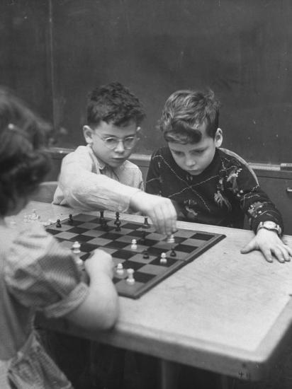 Children Considered Geniuses Playing Chess-Nina Leen-Photographic Print