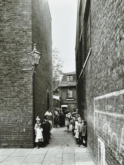 Children in an Alleyway, Upper Ground Place, Southwark, London, 1923--Photographic Print
