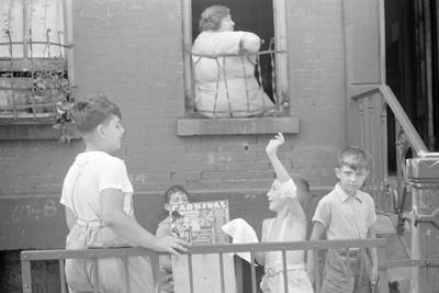 https://imgc.artprintimages.com/img/print/children-playing-on-the-street-on-61st-street-between-1st-and-3rd-avenues-new-york-city-1938_u-l-q1by2pf0.jpg?p=0