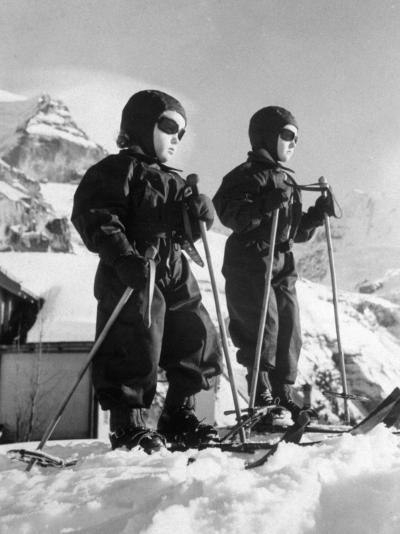 Children Skiing--Photographic Print