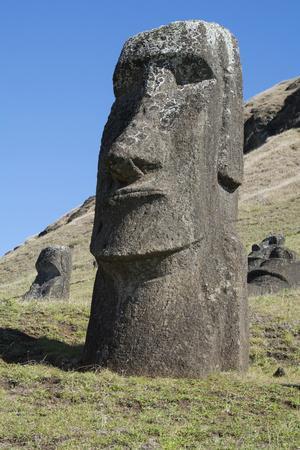 https://imgc.artprintimages.com/img/print/chile-easter-island-rapa-nui-np-historic-site-of-rano-raraku_u-l-pyp31j0.jpg?p=0