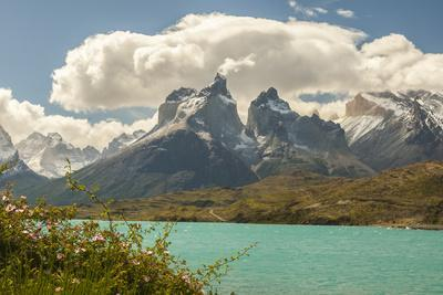 https://imgc.artprintimages.com/img/print/chile-patagonia-lake-pehoe-and-the-horns-mountains_u-l-q1czbws0.jpg?p=0