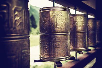 https://imgc.artprintimages.com/img/print/china-10mkm2-collection-prayer-wheels_u-l-pz7m3k0.jpg?p=0