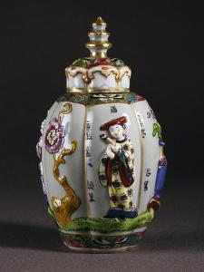 Chinoiserie Decorated Tea Caddy and Pagoda-Shaped Lid, Porcelain