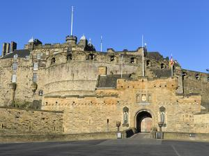 Entrance to Edinburgh Castle under Clear Blue Sky, Edinburgh, Lothian, Scotland by Chris Hepburn