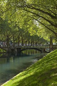 Germany, Rhineland, Dusseldorf, Old Town by Chris Seba