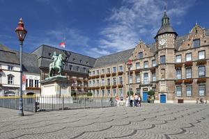 Germany, the Rhine, Dusseldorf, Old Town, Marketplace, City Hall, Jan Wellem Monument by Chris Seba