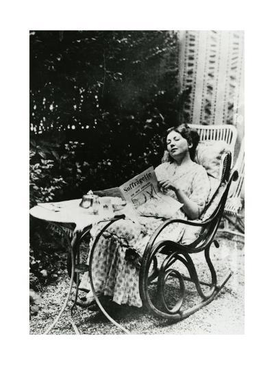 Christabel Pankhurst (1881-1969) Reading a Copy of 'The Suffragette' C.1905-14--Giclee Print