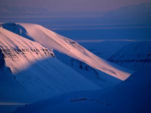 Valley of Reindalen., Spitsbergen Island, Svalbard by Christian Aslund