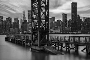 USA, New York, Long Island City, Queens, Gantry Plaza State Park by Christian Heeb