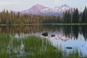 Usa, Pacific Northwest, Oregon Cascades, Scott Lake with Three Sisters Mountains by Christian Heeb
