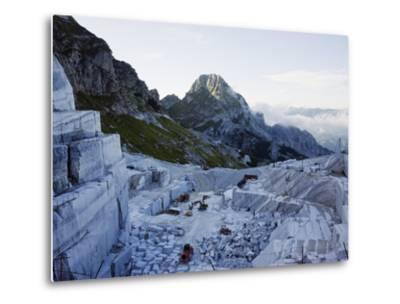 Blocks Being Cut in a Marble Quarry Used By Michaelangelo, Apuan Alps, Tuscany, Italy, Europe
