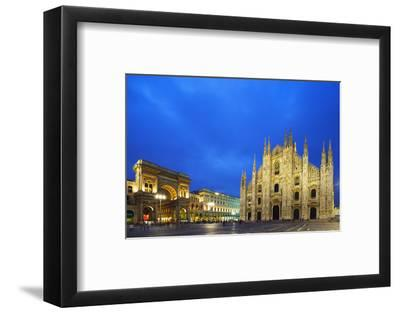 Europe, Italy, Lombardy, Milan, Piazza Del Duomo