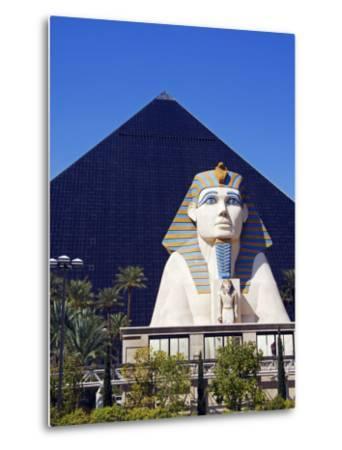 Nevada, Las Vegas, Luxor Casino Pyramid and Sphinx, USA