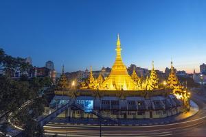 Sule Paya (Sule Pagoda), Yangon (Rangoon), Myanmar (Burma), Asia by Christian Kober