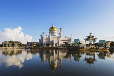 Omar Ali Saifuddien Mosque, Bandar Seri Begawan, Brunei, Borneo, Southeast Asia