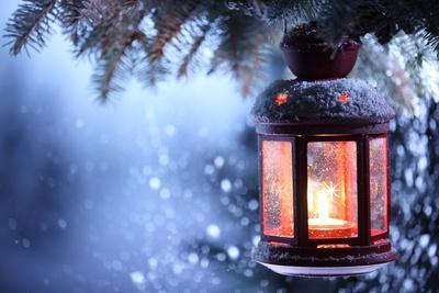 https://imgc.artprintimages.com/img/print/christmas-lantern-with-snowfall-closeup_u-l-pn1e080.jpg?p=0