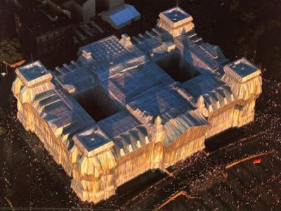 Reichstag West und Nordfassade aus der Luft by Christo