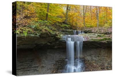 Blue Hens Falls in Autumn in Cuyahoga National Park, Ohio, USA