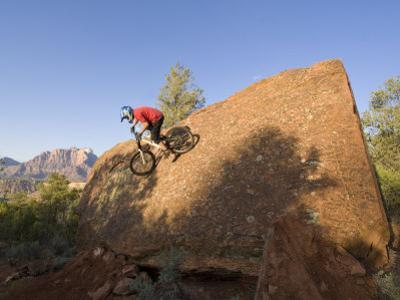 Mountain Biker on Natural Wall Ride, Rockville, Utah, USA