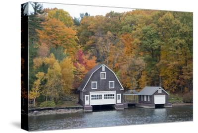 Island Home in Autumn, American Narrows, New York, USA