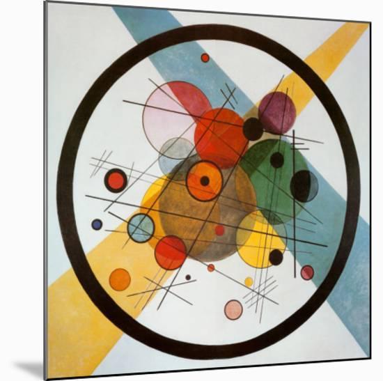 Circle in a Circle-Wassily Kandinsky-Mounted Art Print
