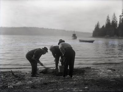 Clam Digging, 1915