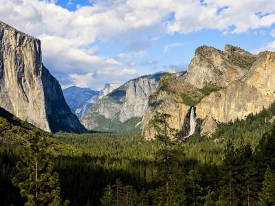 https://imgc.artprintimages.com/img/print/classic-tunnel-view-bridalveil-falls-el-capitan-and-half-dome-yosemite-california-usa_u-l-phbc490.jpg?p=0