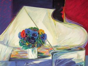 Le bouquet au piano II by Claude Hemeret