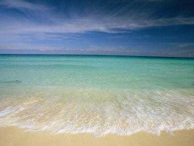 https://imgc.artprintimages.com/img/print/clear-blue-water-and-wispy-clouds-along-the-beach-at-cancun_u-l-p3k06o0.jpg?p=0