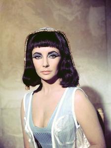 CLEOPATRA, 1963 directed by JOSEPH L. MANKIEWICZ Elizabeth Taylor (photo)