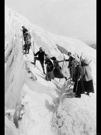 https://imgc.artprintimages.com/img/print/climbing-paradise-glacier_u-l-p27yvk0.jpg?p=0