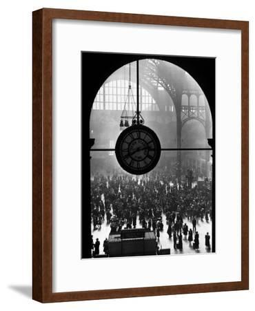 Clock in Pennsylvania Station-Alfred Eisenstaedt-Framed Premium Photographic Print