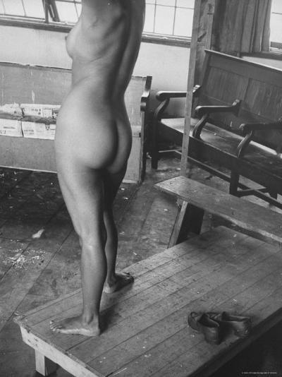 Close Up of Female Nude Model in Life Drawing Class at the Skowhegan School of the Arts-Gjon Mili-Photographic Print