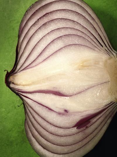 Close-Up of Half of a Red Onion-Tina Chang-Photographic Print