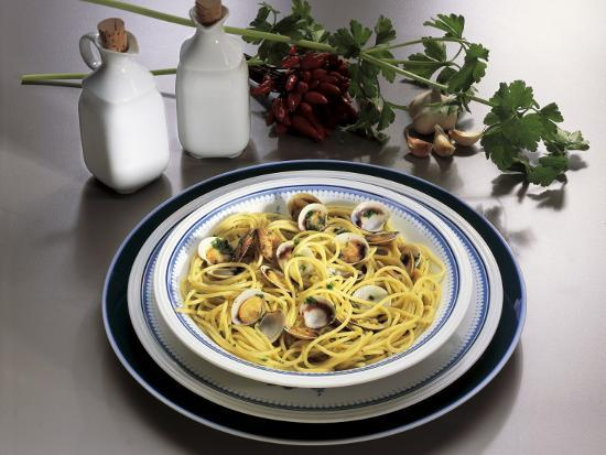 Close-Up of Spaghetti with Clams and Parsley Sauce-G^ Ummarino-Photographic Print