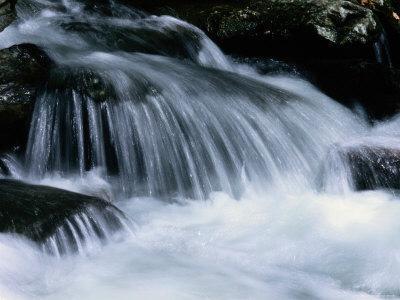 https://imgc.artprintimages.com/img/print/close-view-of-a-small-waterfall_u-l-p4u8to0.jpg?p=0